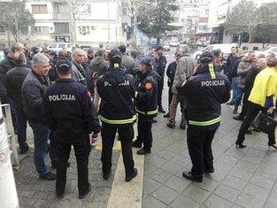 policija podrška batinašima