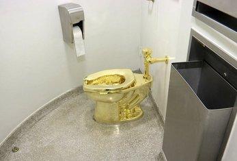 zlatna šolja, zlatna WC šolja