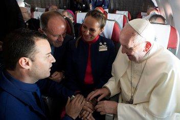 Papa Franjo vjenčanje avion