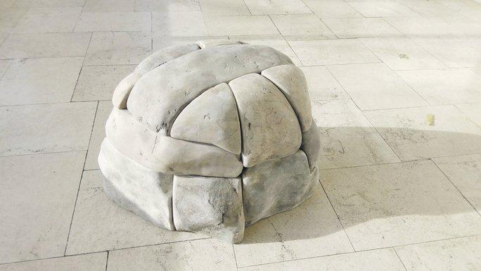 Skulptura Saše Stanišića (novina)