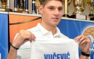 Nikola Vučević sa dresom Budućnosti