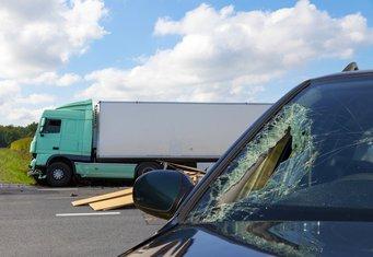 Kamion, auto, saobraćajna nesreća