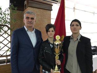 Ivana Nikolić sa roditeljima