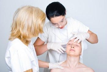 kozmetičar, dermatolog