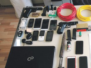 Pištolji, municija, mobilni telefoni