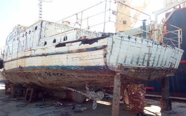 Uništeni brod na suvom