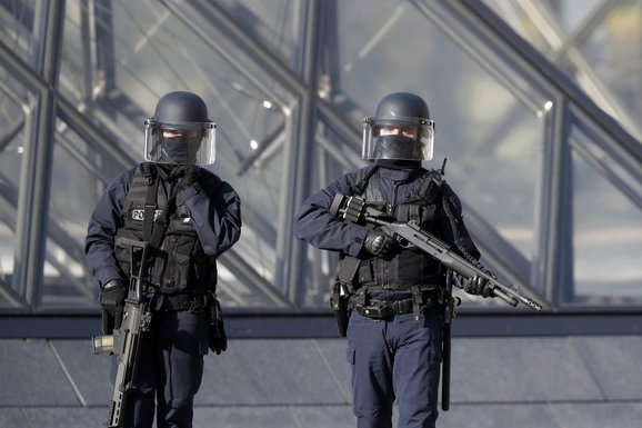 Francuska policija, Luvr