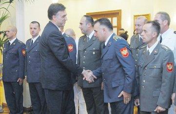 Filip Vujanović, oficiri
