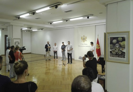 Retrospektiva decenije trajanja, izložba, Cetinje