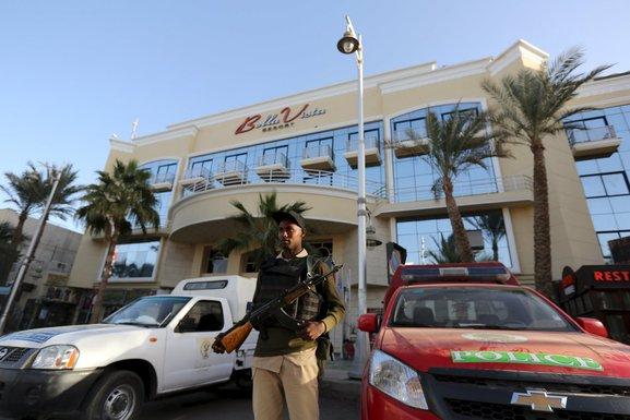 Egipat, pripadnik snaga bezbjednosti