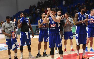 Košarkaši Budućnost Volija slave pobjedu nad Mornarom