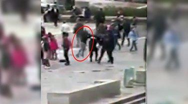Pariz, napad na policajca