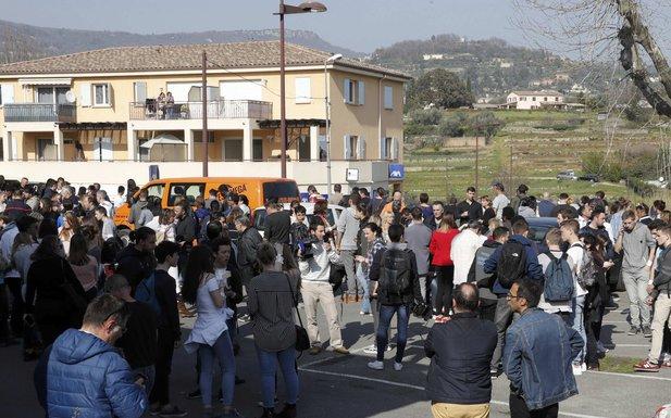 Francuska, pucnjava, škola