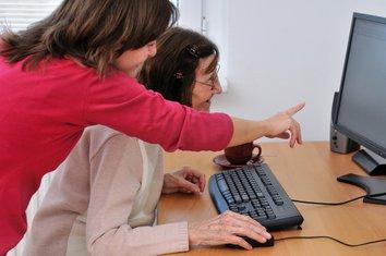 stariji, penzioneri, kurs, računar