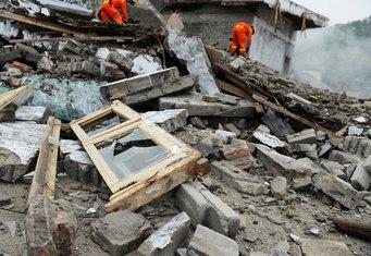 srušena zgrada, ruševina