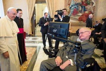 papa Franjo, Stiven Hoking