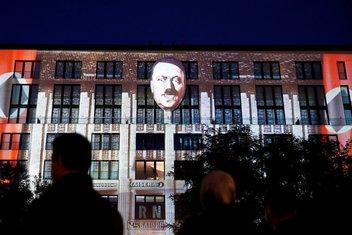 Hitler, umjetnička izložba