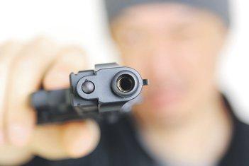 iznuda, pištolj