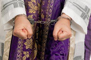 Sveštenik, hapšenje