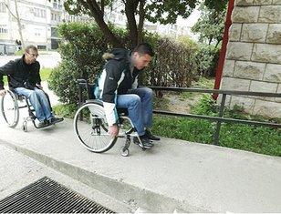 invalidska kolica, prilaz Pravnom fakultetu u Podgorici