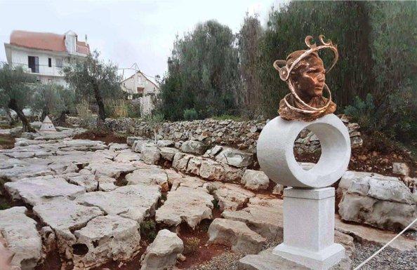 Jurij Gagarin spomenik Tivat