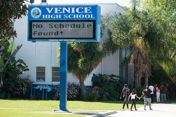 Los Anđeles, škola