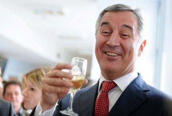 Milo Đukanović, šampanjac