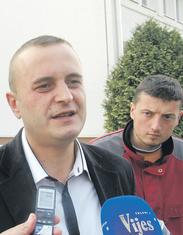 Slaviša Knežević, Predrag Karišiki