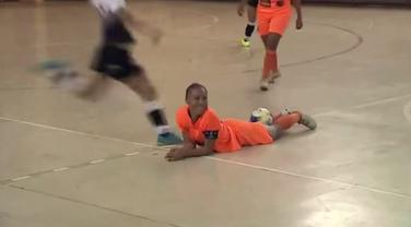 Futsal liga Brazil, udarac u glavu