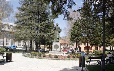 Spomenik Ivanu Crnojeviću na Cetinju