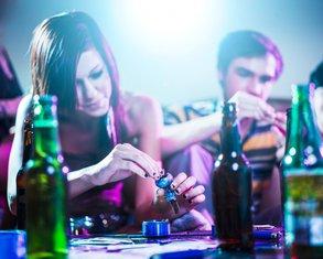 tinejdžeri, parti, žurka, droga