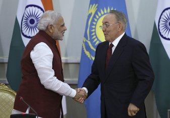 Narendra Modi, Nursultan Nazabajev