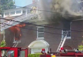 SAD, zapaljena vila