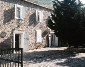 Spomen dom Reževići