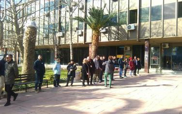 Protest ispred zgrade Opštine Bar