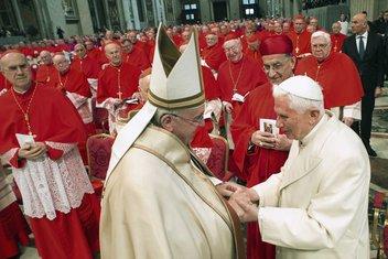 Papa Franjo, Benedikt XVI