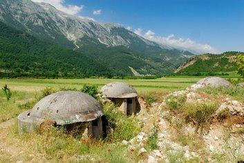 bunkeri, Albanija