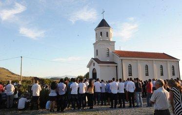 Dinoša, crkva