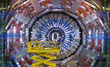 CERN, atomski sudarač