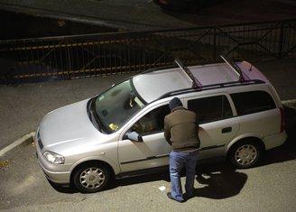Obijanje auta, krađa, lopov