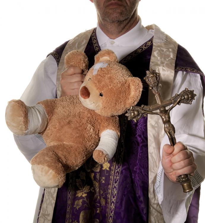 Sveštenik, Zlostavljanje djece