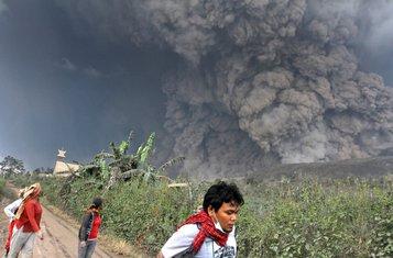 Indonezija vuklan erupcija