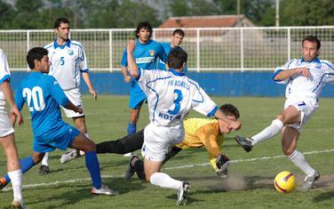 Brazilac Kadu postiže gol za Zetu u pobjedi nad Bokeljom 8:3, 2008. godine