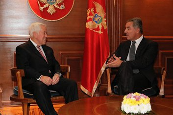 Ričard Lugar, Milo Đukanović