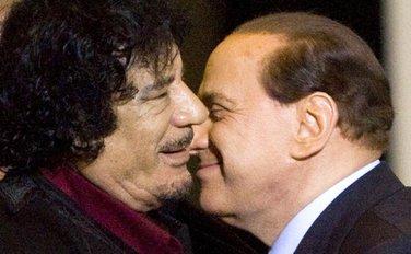 Silvio Berluskoni i Muamer Gadafi