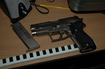 pištolj policija Bar