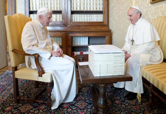 Benedikt XVI, papa Franjo