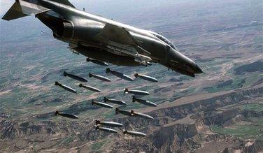 Avion bombarduje