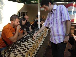 Šahovska simultanka, Pozitivna Crna Gora