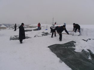 krov, snijeg niksic srednja trgovinska